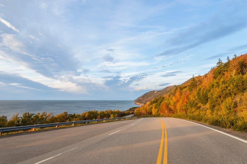 Cabot Trail Highway (bretão do cabo, Nova Scotia, Canadá) fotografia de stock royalty free