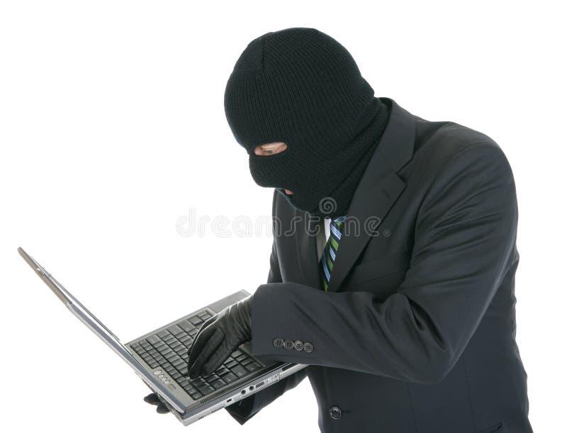 Cabouqueiro de computador - criminoso com o portátil foto de stock