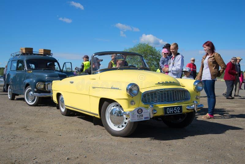 Cabrio της Felicia Skoda στην παρέλαση των εκλεκτής ποιότητας αυτοκινήτων στον τομέα του νότου Savo Φινλανδία στοκ φωτογραφίες