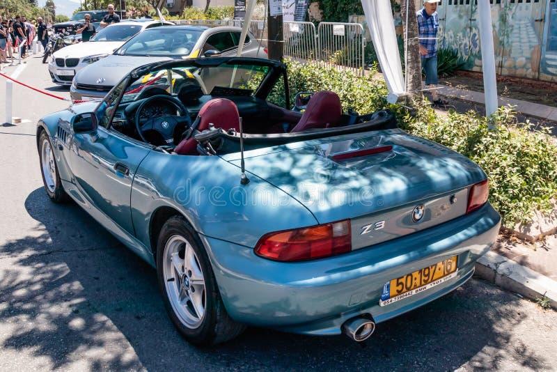 Cabriolé de BMW Z3 de los deportes en una exposición de coches viejos en la ciudad de Karmiel foto de archivo