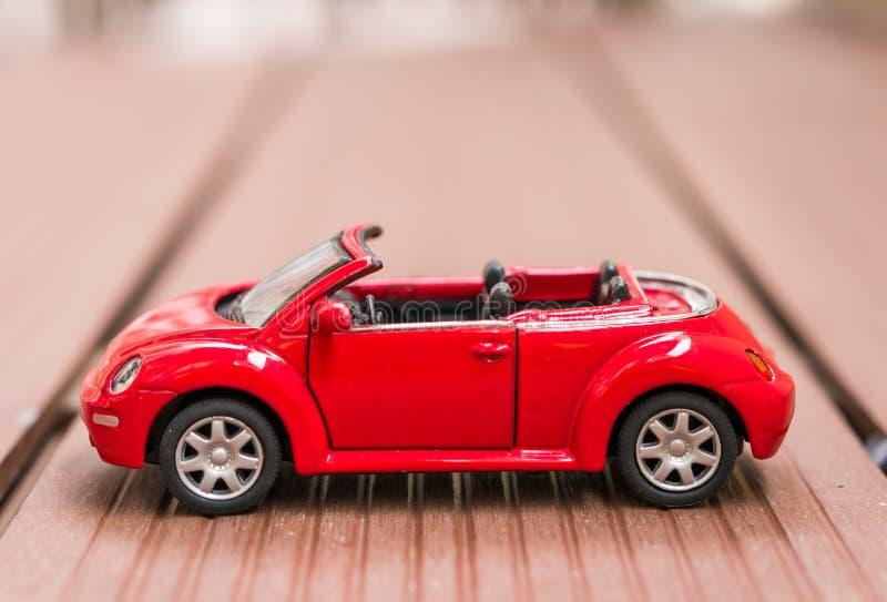 Cabriolé rojo de Volkswagen Beetle fotografía de archivo libre de regalías