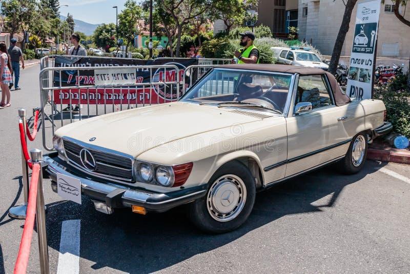 Cabriolet velho de Mercedes dos esportes em uma exposição de carros velhos na cidade de Karmiel imagens de stock