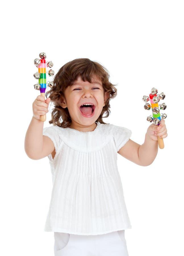 Cabrito emocional que juega con el juguete musical imágenes de archivo libres de regalías