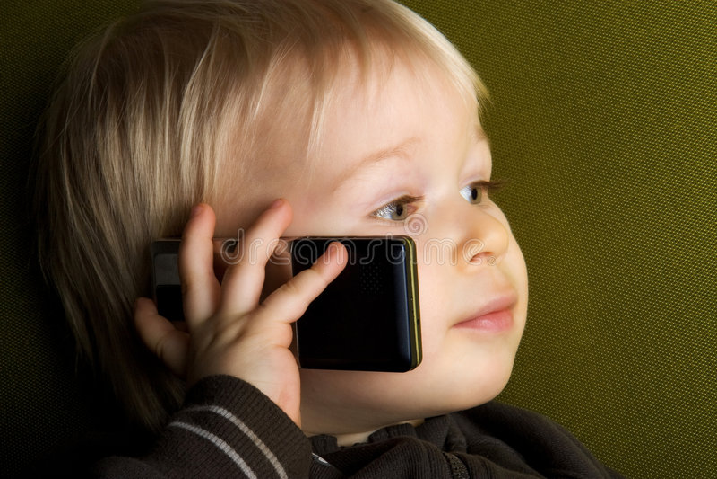 Cabrito en el teléfono fotografía de archivo libre de regalías