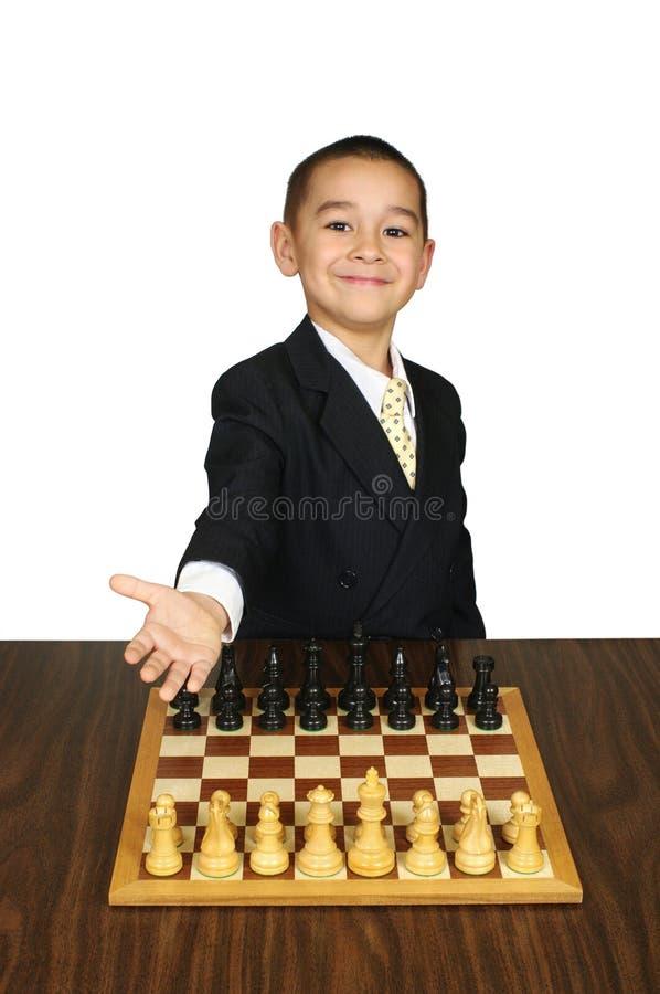 Cabrito listo para jugar a ajedrez fotografía de archivo
