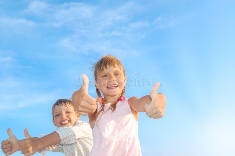 Cabritos felices imagen de archivo