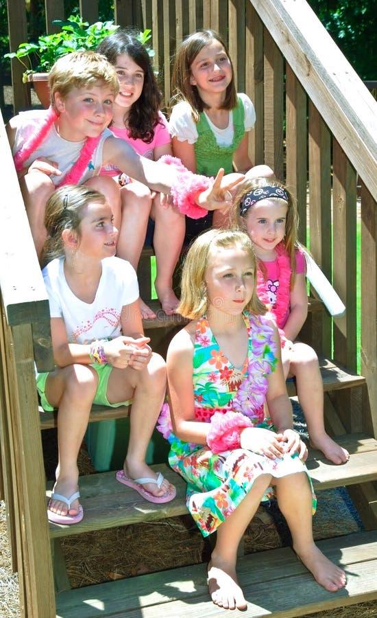 Cabritos lindos 5 muchachas un muchacho imágenes de archivo libres de regalías