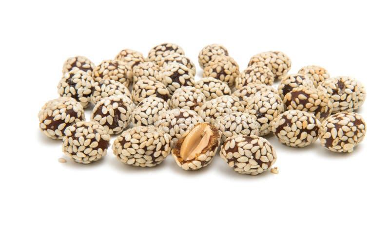 Cacahuetes en semillas de sésamo foto de archivo libre de regalías