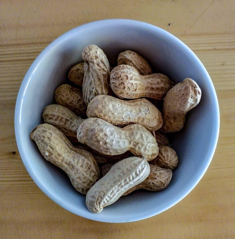 Cacahuetes o cacahuetes, una comida común y ampliamente utilizado en las barras para acompañar los aperitivos foto de archivo libre de regalías