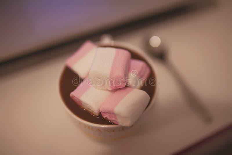 Cacao con la caramella gommosa e molle immagini stock libere da diritti