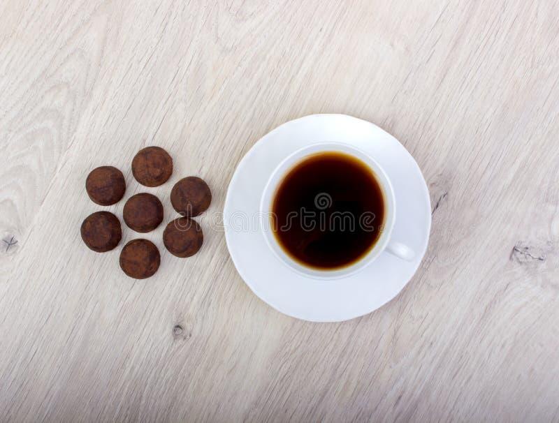 Cacao de la trufa del postre y taza de café imágenes de archivo libres de regalías