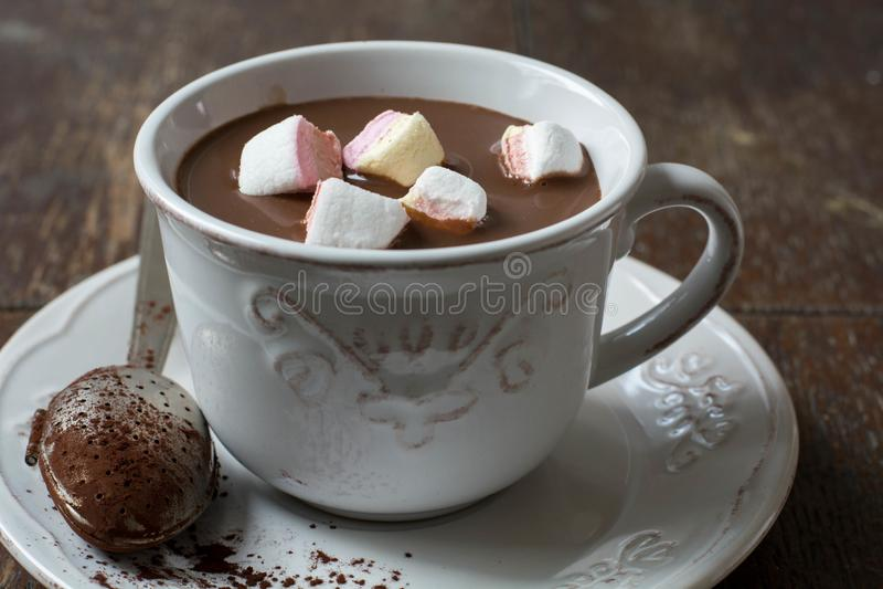 Cacao e caramelle gommosa e molle caldi cremosi fotografia stock
