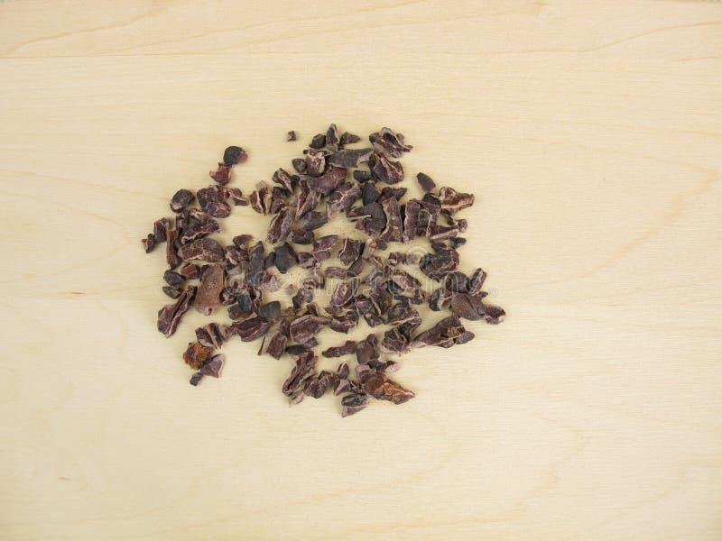 Cacaobonen van ruwe cacaobonen stock afbeeldingen