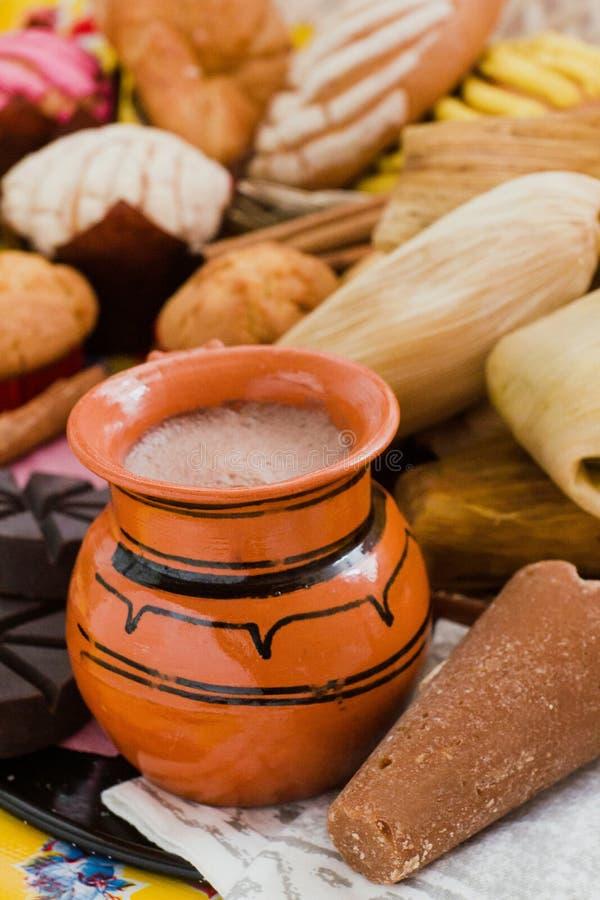 Cacau, chocolate e canela quentes mexicanos no caf? da manh? de M?xico fotografia de stock