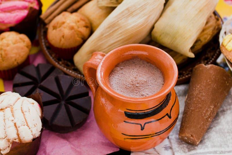 Cacau, chocolate e canela quentes mexicanos no caf? da manh? de M?xico imagens de stock royalty free