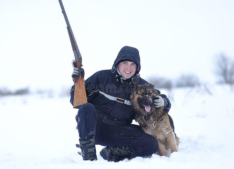 Cacciatore con il suo cane fotografia stock