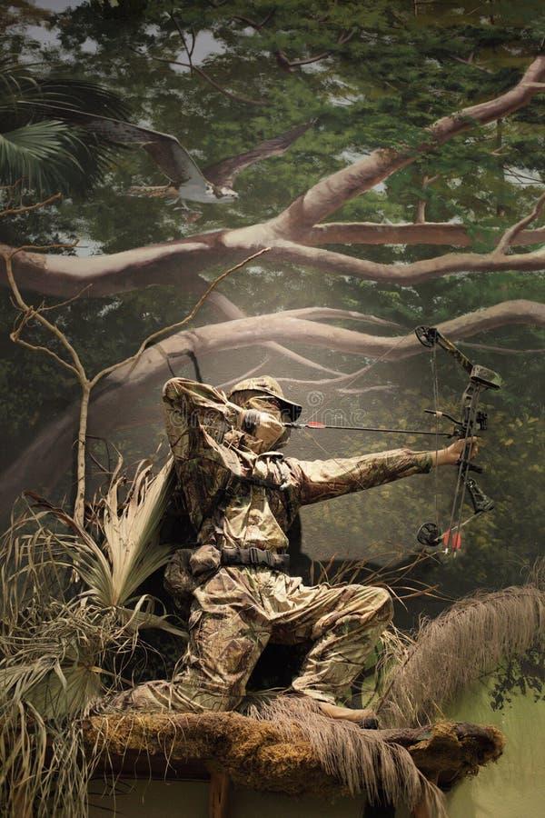 Cacciatore da un albero fotografia stock