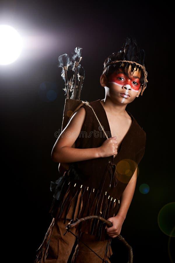 Cacciatore del nativo americano fotografie stock