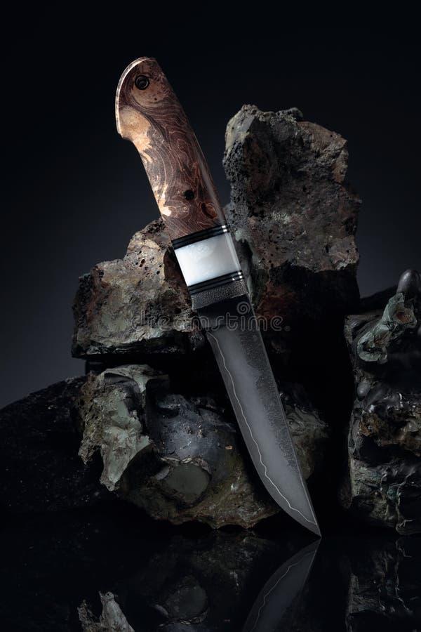 Cacciatori: coltelli fatti a mano e pietre rotte fotografia stock