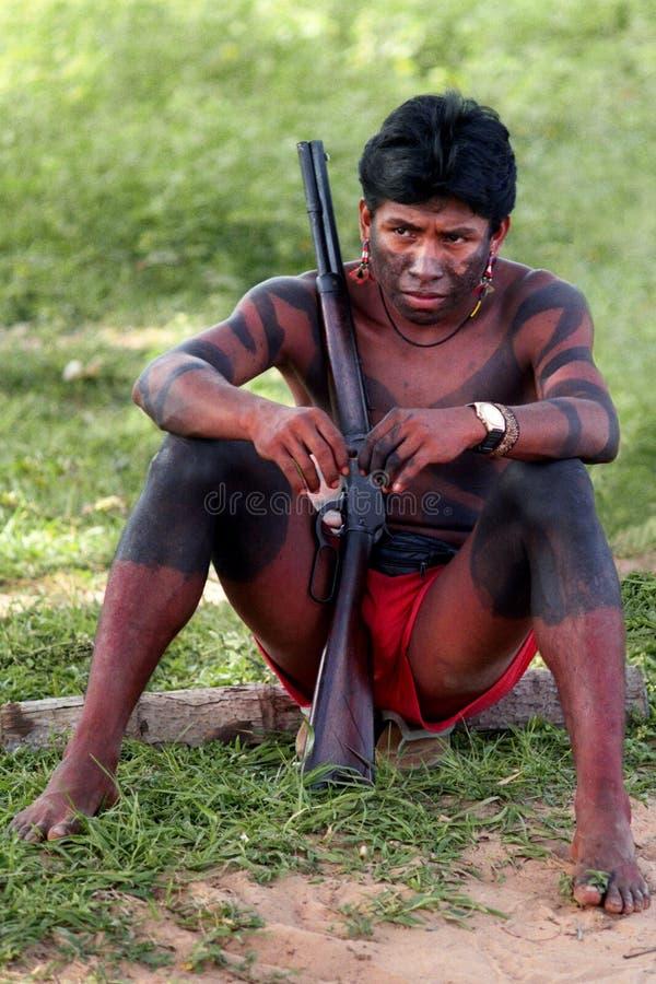 Cacciatori Krikati - indiani natali del Brasile fotografia stock libera da diritti