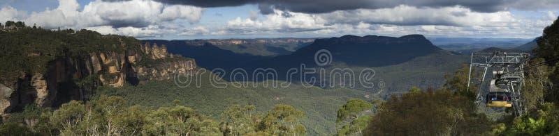 Cacerola azul 45 de las montañas fotos de archivo
