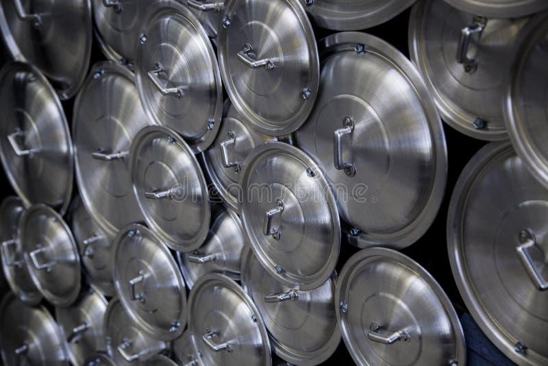 Cacerola de las tapas del metal imagenes de archivo