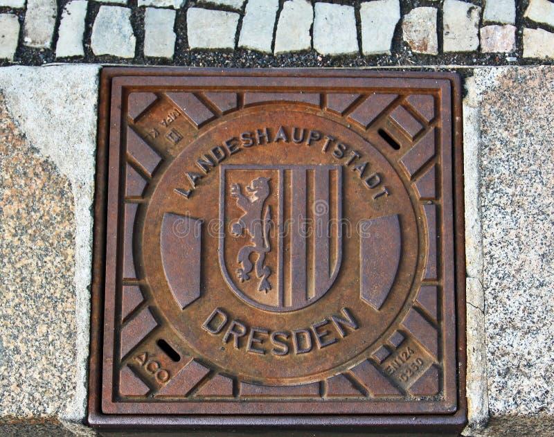 Cache de trou d'homme d'eaux d'égout de Dresde images stock