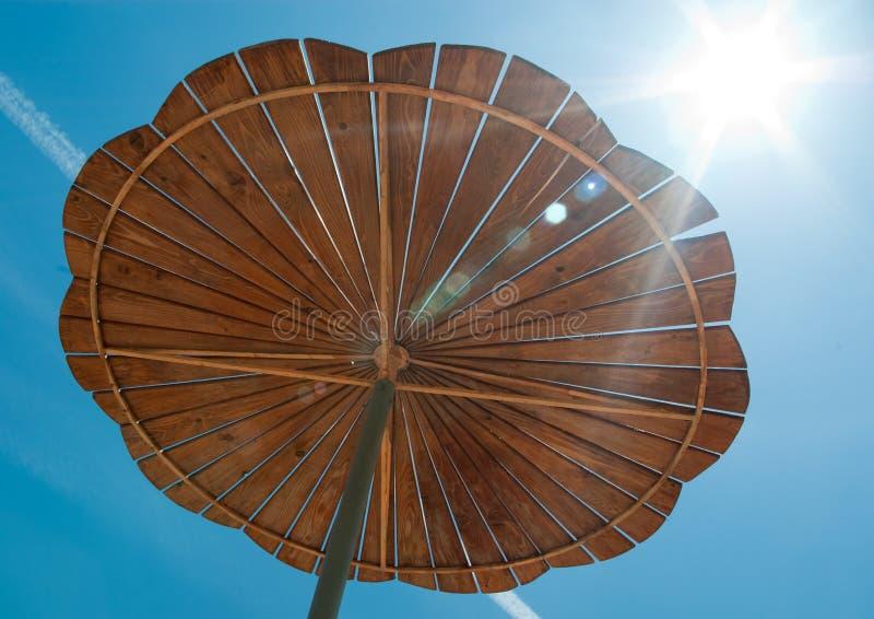 Cache en bois du soleil photo stock