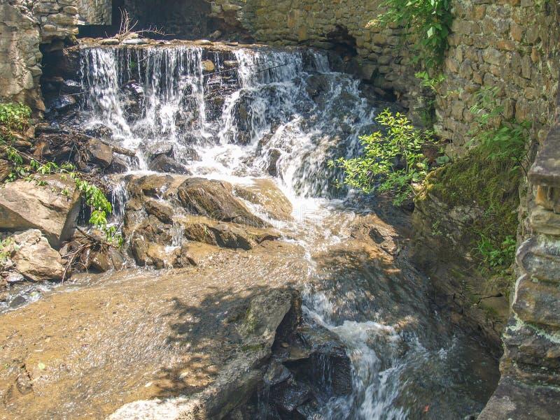 Cachoeira abaixo da represa em Annie Cannon Memorial Park fotos de stock