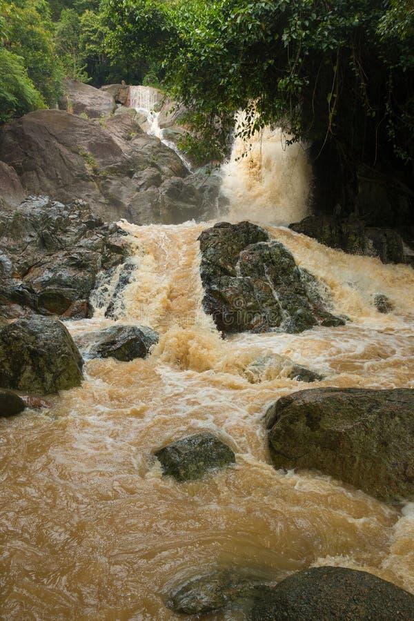 Cachoeira afluente na estação da chuva na ilha Koh Samui, Tailândia fotografia de stock