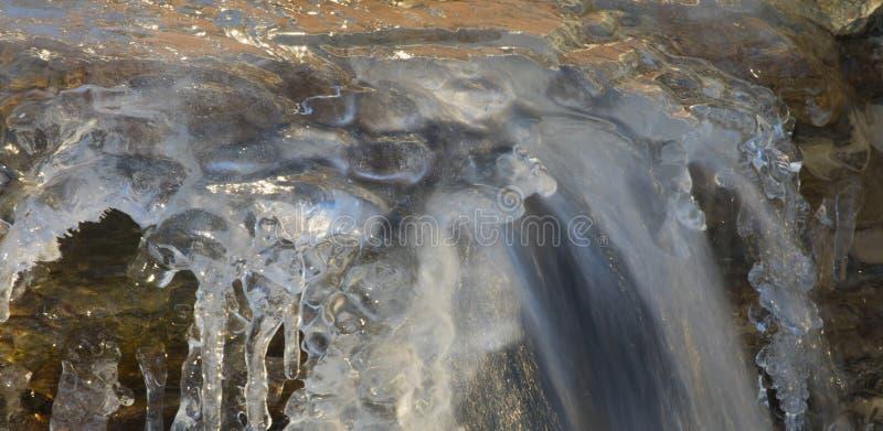 Cachoeira após o ciclone da bomba da neve imagens de stock royalty free