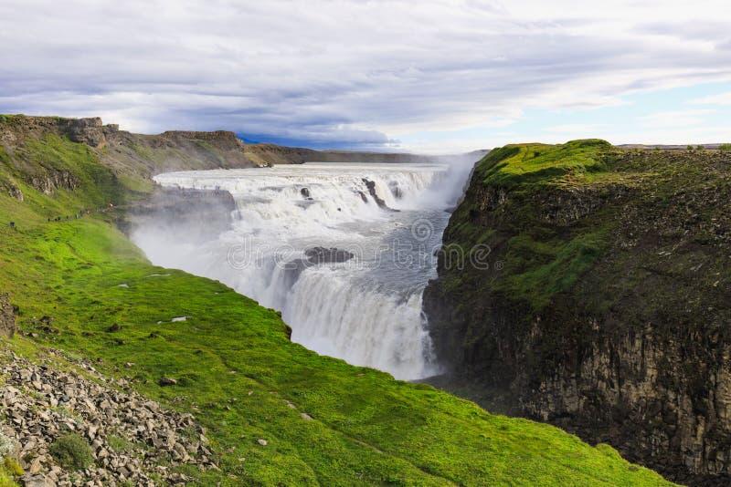 Cachoeira bonita e famosa de Gullfoss em Islândia imagens de stock
