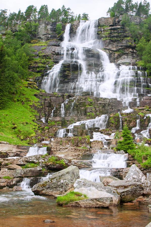 Cachoeira bonita em Noruega Tvindefossen imagem de stock royalty free