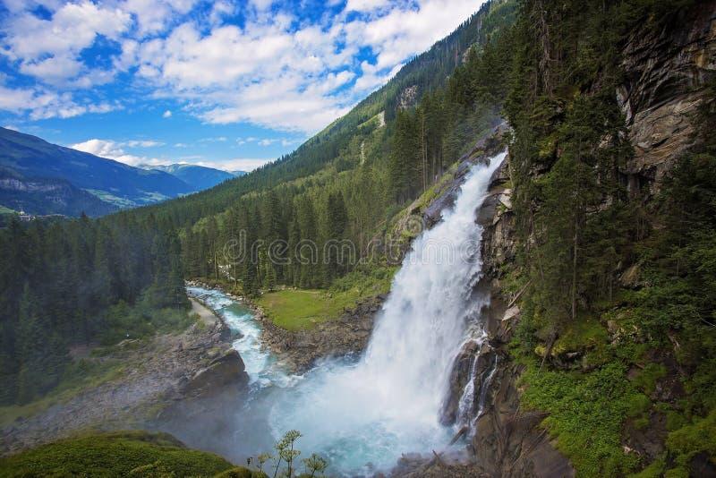 Cachoeira bonita Krimml da montanha dos cumes (Áustria, Tirol) fotos de stock