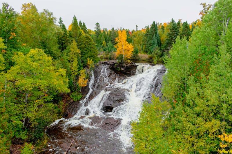 Cachoeira bonita no outono fotografia de stock royalty free