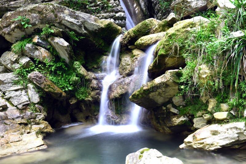 Cachoeira bonita, pitoresca fotografia de stock