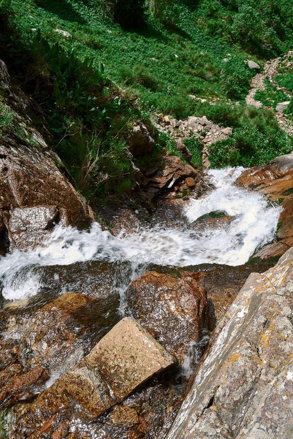Cachoeira butakovsky, natureza, montanhas foto de stock royalty free