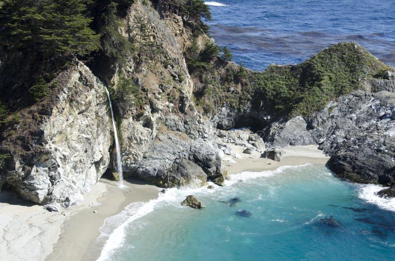 Cachoeira central áspera da costa foto de stock