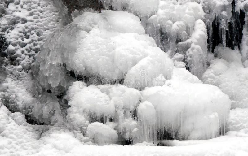 Cachoeira coberto de neve fotos de stock