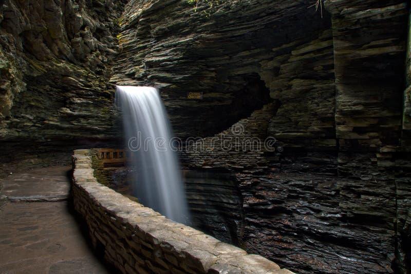 Cachoeira da caverna em Watkins Glen State Park imagem de stock