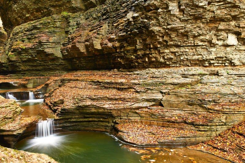 Cachoeira da caverna no parque estadual do vale de Watkins fotografia de stock