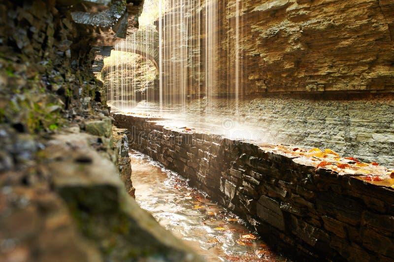 Cachoeira da caverna no parque estadual do vale de Watkins foto de stock royalty free