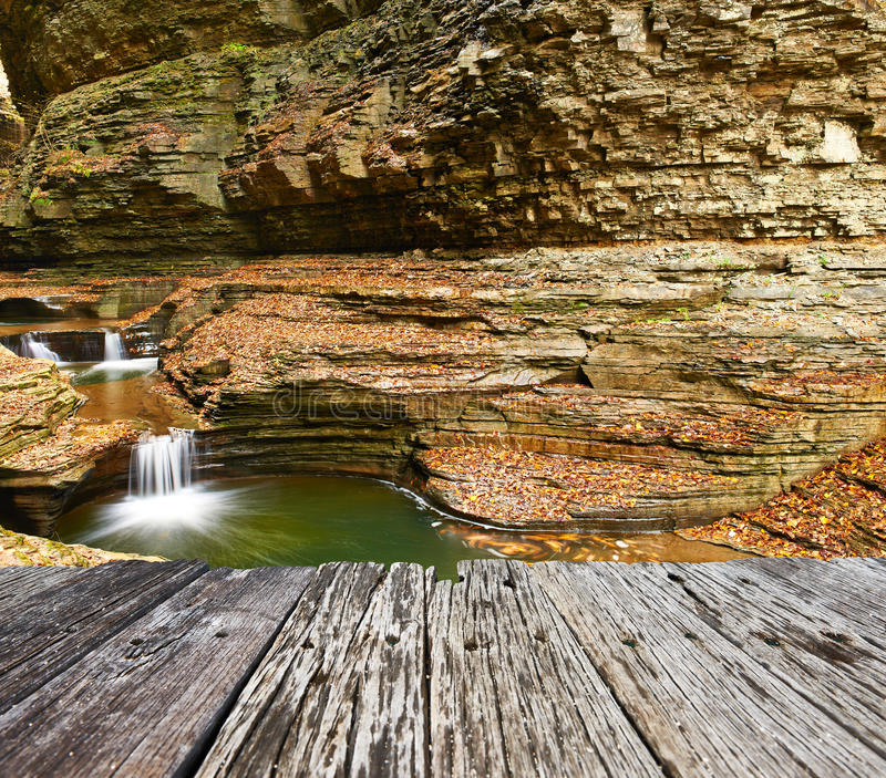 Cachoeira da caverna no parque estadual do vale de Watkins fotos de stock royalty free