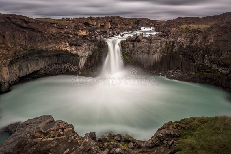 Cachoeira de Aldeyjarfoss, Islândia imagem de stock