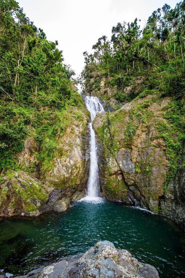 Cachoeira de Chorro de Dona Juana em Porto Rico imagem de stock