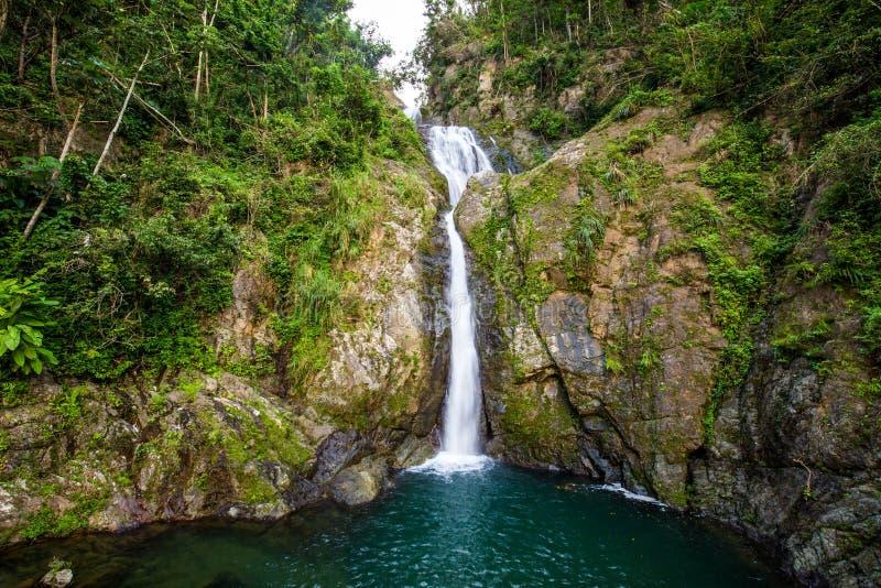Cachoeira de Chorro de Dona Juana em Porto Rico foto de stock royalty free