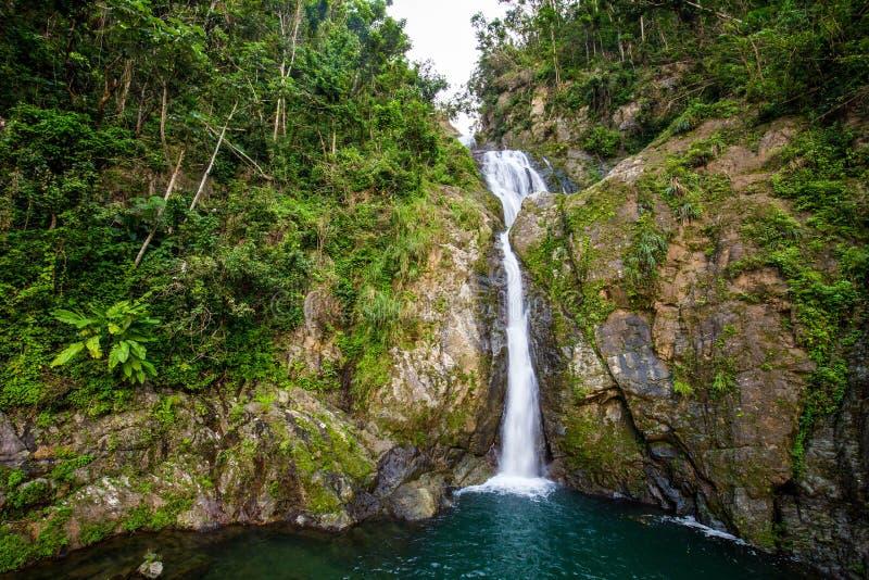 Cachoeira de Chorro de Dona Juana em Porto Rico foto de stock