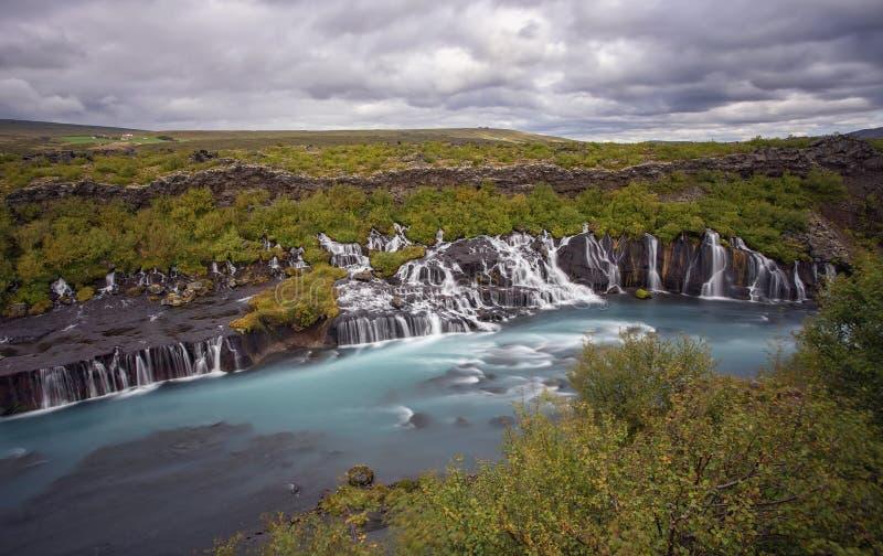 Cachoeira de Hraunfossar foto de stock