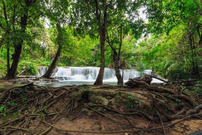 Cachoeira de Huai Mae Khamin na estação das chuvas foto de stock royalty free