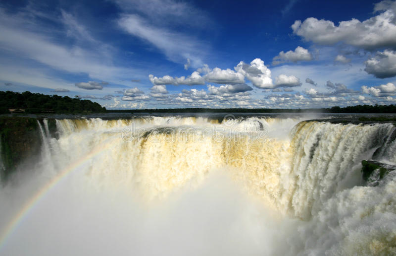 Cachoeira de Iguazu com arco-íris fotografia de stock royalty free